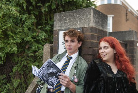 laurie kynaston and beanie feldstein in 'how to build a girl'