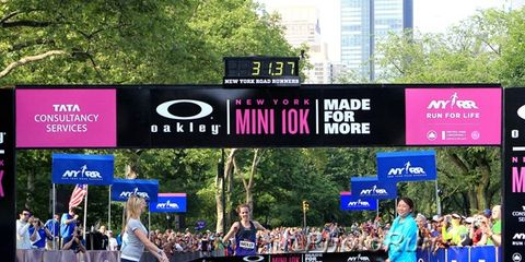 Molly Huddle winning the 2014 Mini 10K