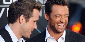 Hugh Jackman se mofa de la empresa de Ryan Reynolds