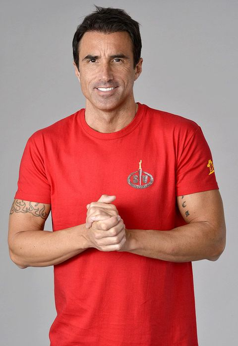 T-shirt, Red, Arm, Muscle, Gesture, Elbow, Finger, Sleeve, Top,