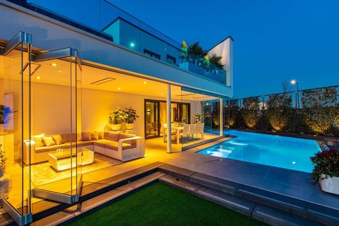 Property, House, Building, Swimming pool, Home, Real estate, Architecture, Estate, Villa, Roof,