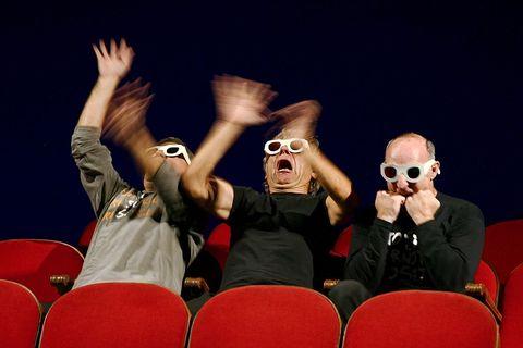 ElTricicle, durante una de sus actuaciones en un teatro parisino. Ahora abren sus espectáculo en YouTube gratis para aliviar con humor el confinamiento derivado del Coronavirus.