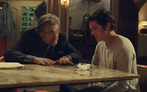 Logan Lerman y Al Pacino en 'Hunters'.