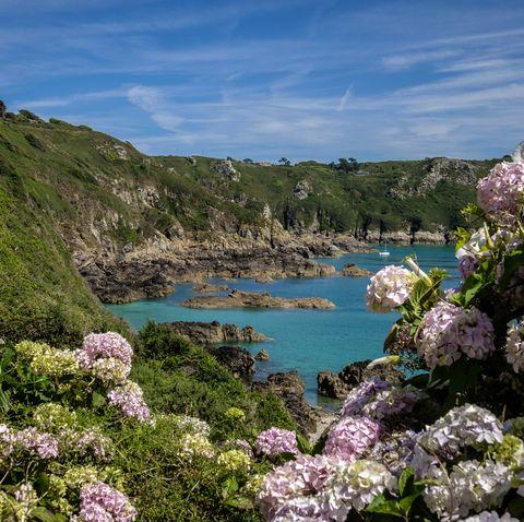 Guernsey holidays at Moulin Huet Bay, St Martins, Guernsey, Channel Islands
