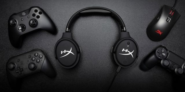 hyperx cloud orbit s with gaming controllers and mouse