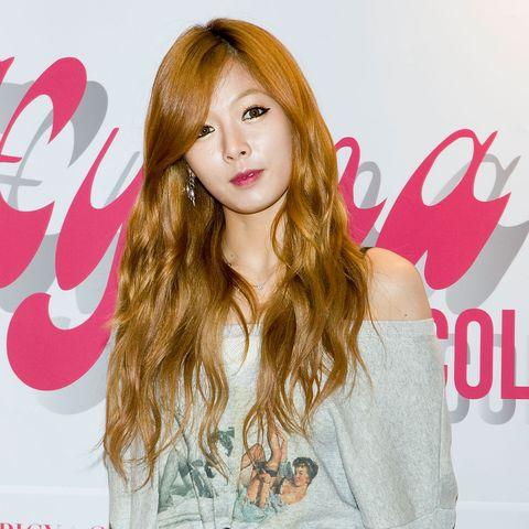 韓星泫雅30款髮型髮色完整盤點!「火紅公主切、髒橘髮色」連編髮也可愛