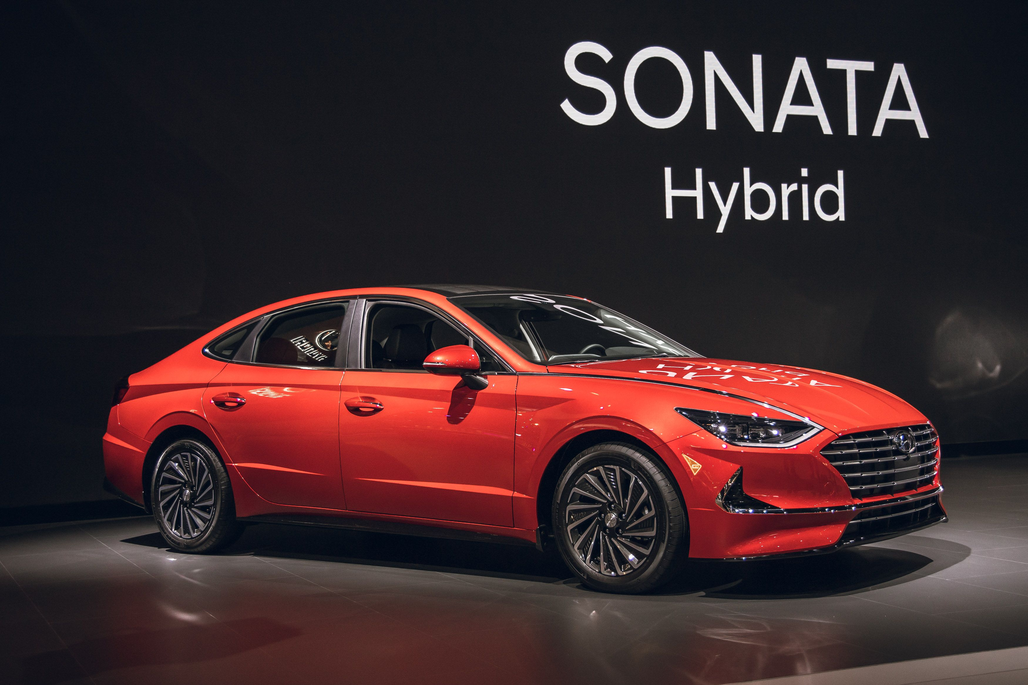 New 3 Hyundai Sonata Hybrid Has a Solar Roof, Up to 3 MPG