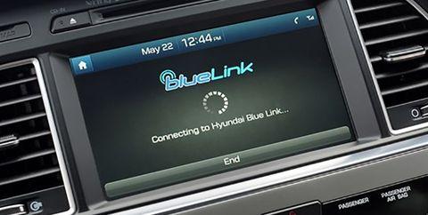 Vehicle, Car, Luxury vehicle, Mid-size car, Multimedia, Technology, Satellite radio, Center console, Electronic device, Vehicle audio,