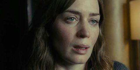 Emily Blunt in una scena del film La ragazza del treno