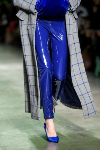 Cobalt blue, Clothing, Blue, Fashion, Electric blue, Tartan, Pattern, Leg, Waist, Textile,