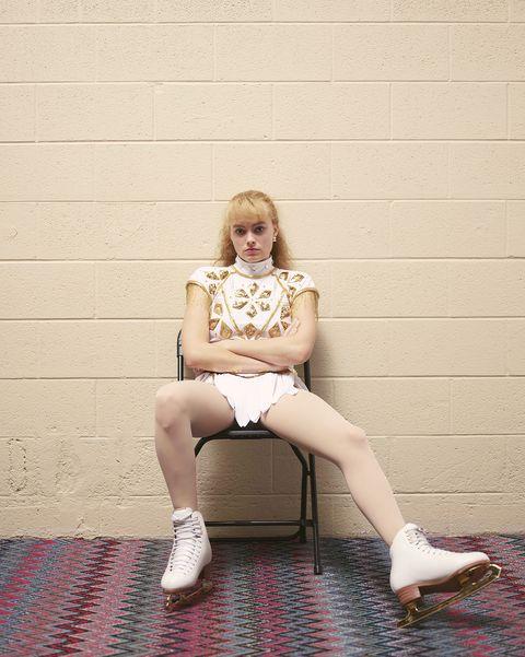 White, Sitting, Wall, Leg, Beauty, Human leg, Pink, Hairstyle, Yellow, Blond,