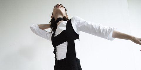 Joint, Elbow, Barefoot, Foot, Wrist, Waist, Performance art, Costume design, Toe, One-piece garment,