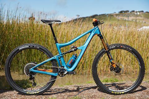 Land vehicle, Bicycle, Bicycle wheel, Vehicle, Bicycle part, Bicycle tire, Bicycle frame, Spoke, Mountain bike, Bicycle fork,