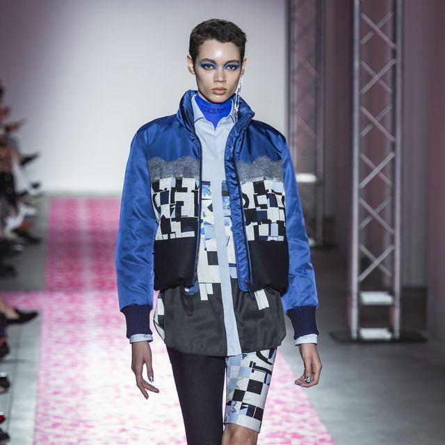 Fashion model, Fashion show, Fashion, Runway, Clothing, Blue, Street fashion, Electric blue, Footwear, Public event,