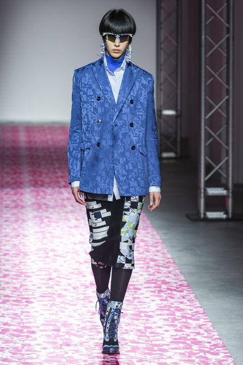 Fashion, Runway, Fashion show, Clothing, Fashion model, Blue, Street fashion, Blazer, Electric blue, Footwear,