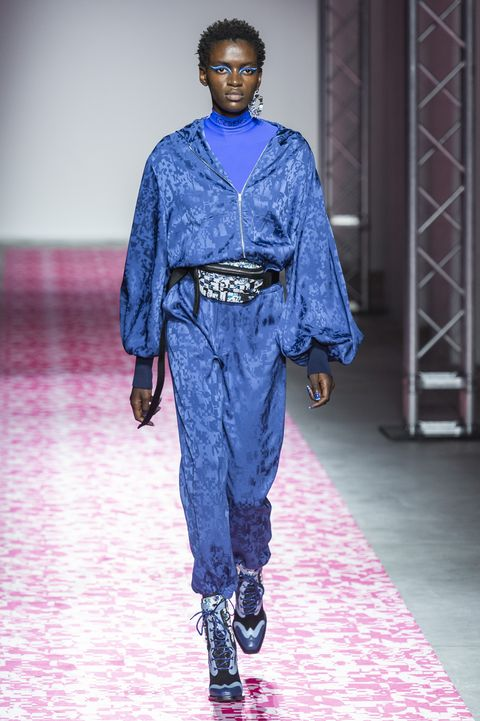 Fashion show, Fashion, Runway, Blue, Clothing, Fashion model, Fashion design, Human, Denim, Public event,