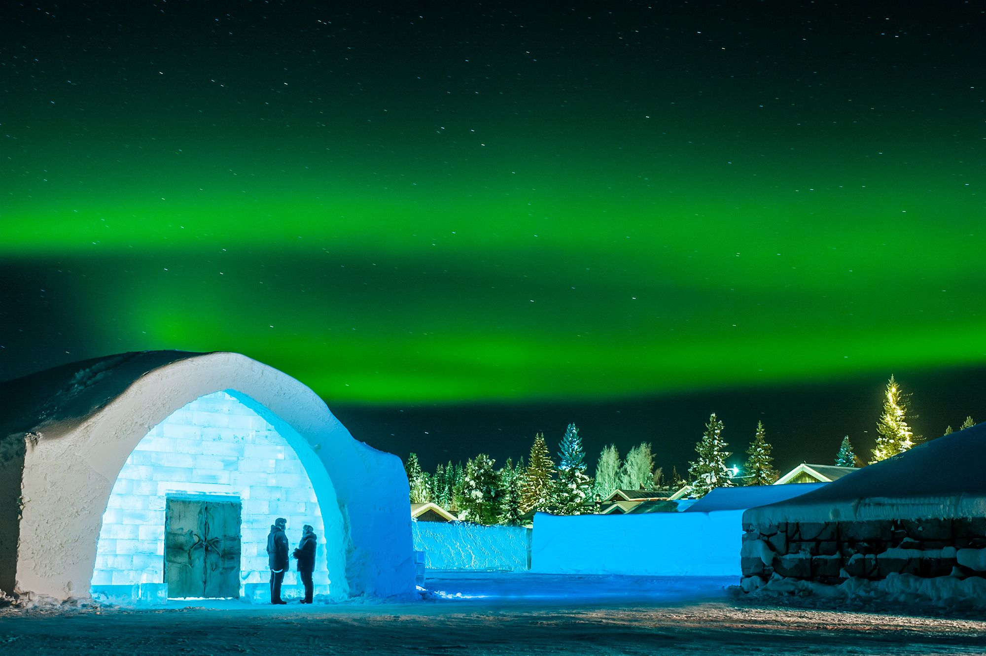 15 incredible photos that will make you want to sleep in an ice hotel