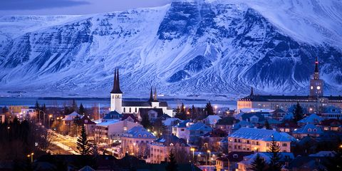 Mountain range, Mountain, Mountainous landforms, Landmark, Sky, Town, Mountain village, City, Human settlement, Winter,