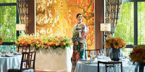 Floral design, Floristry, Flower Arranging, Yellow, Flower, Room, Plant, Textile, Artificial flower, Interior design,