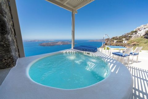 Property, Swimming pool, Azure, Vacation, Building, Real estate, House, Villa, Leisure, Resort town,