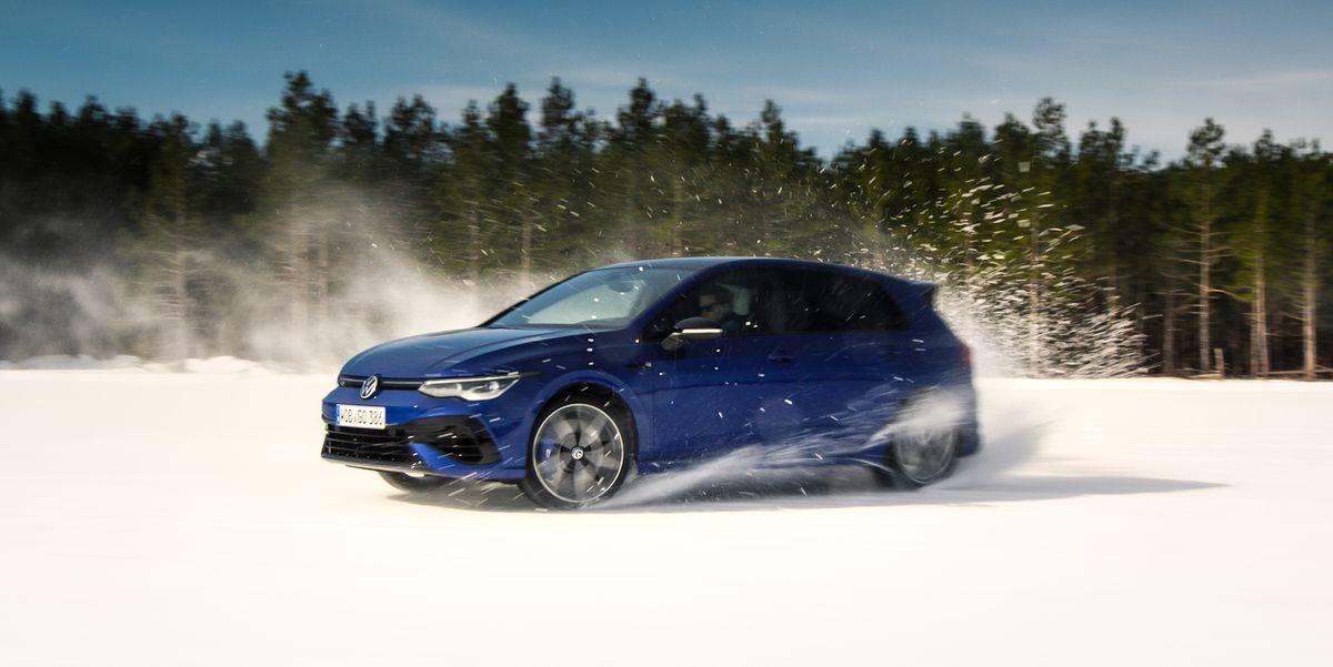2022 Volkswagen Golf R Cuts Loose in Drift Mode