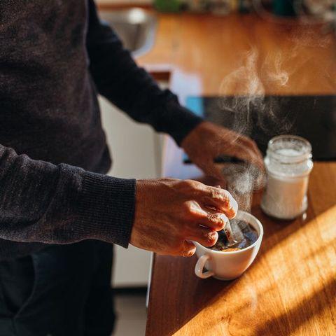 尿,コーヒー,臭い,理由,原因,専門医が解説,心配不要,なぜ,pee smells like coffee,