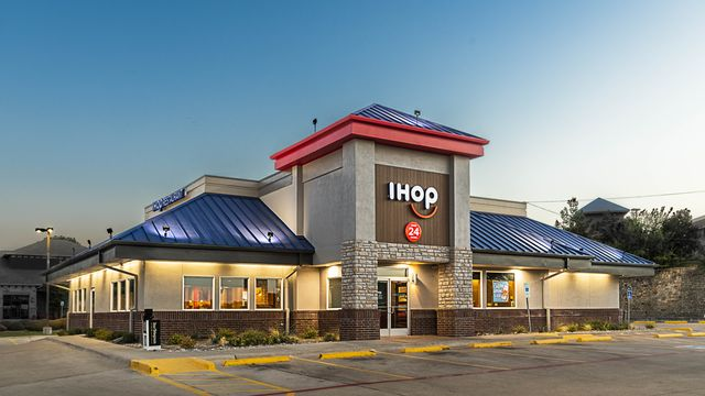 building, architecture, sky, real estate, commercial building, restaurant, fast food restaurant, home, house, rest area,