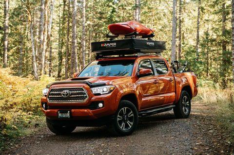 Land vehicle, Vehicle, Car, Motor vehicle, Pickup truck, Automotive tire, Tire, Toyota, Bumper, Automotive design,