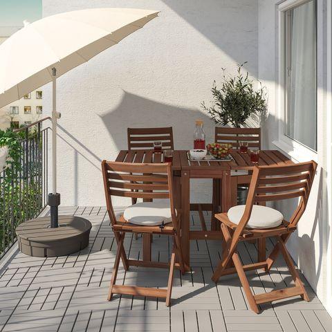 mesa con cuatro sillas plegables ÄpplarÖ de ikea