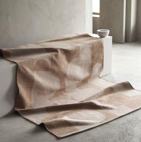 ikea alfombra en tonos arena
