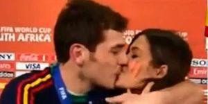 Iker Casillas y Sara Carbonero beso Mundial 2010