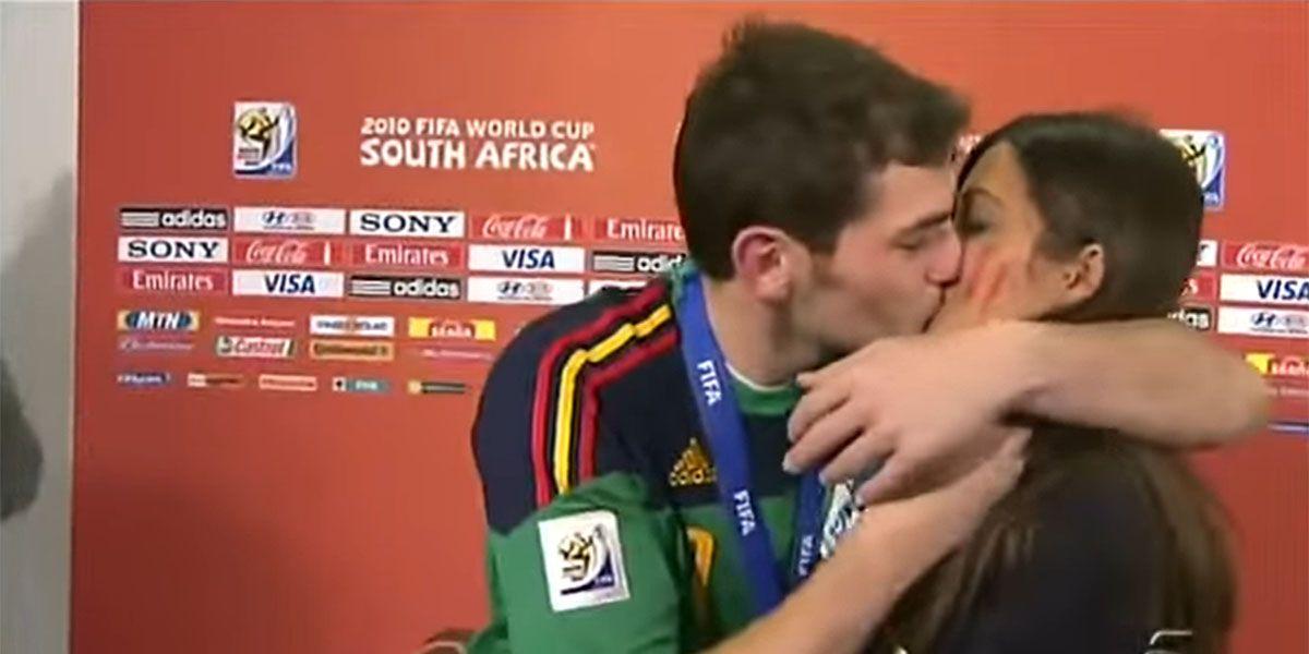 Los peques de Iker y Sara reaccionan a su famoso beso en el Mundial de Sudáfrica