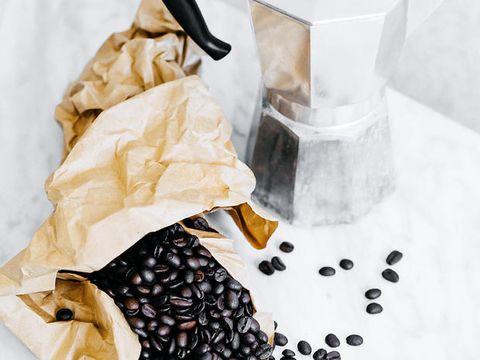 Caffè a stomaco vuoto: effetti collaterali, benefici e proprietà