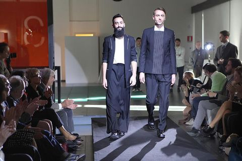 Footwear, Leg, Chair, Suit trousers, Blazer, Fashion design, Stage, Hall, Audience,