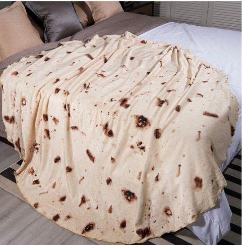 Bedding, Textile, Furniture, Bed sheet, Beige, Linens, Blanket, Bed skirt, Pattern, Duvet cover,