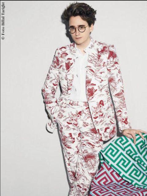 Eyewear, Glasses, Sleeve, Collar, Textile, Style, Bag, Fashion, Blazer, Fashion model,