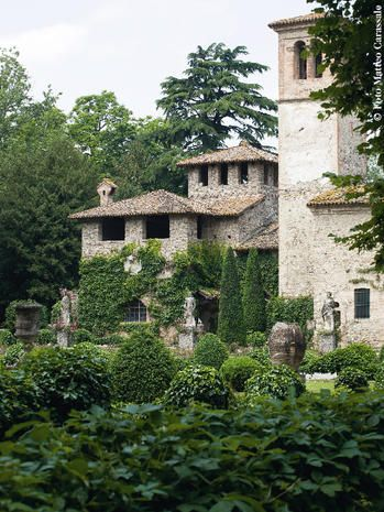 Vegetation, Building, Architecture, Botany, Tree, Estate, Mansion, House, Villa, Historic house,