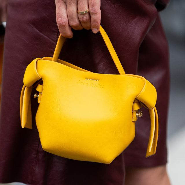 pantone 2021代表色「亮麗黃」包款推薦!gucci、prada、bv等精品、小眾品牌黃色系包款盤點