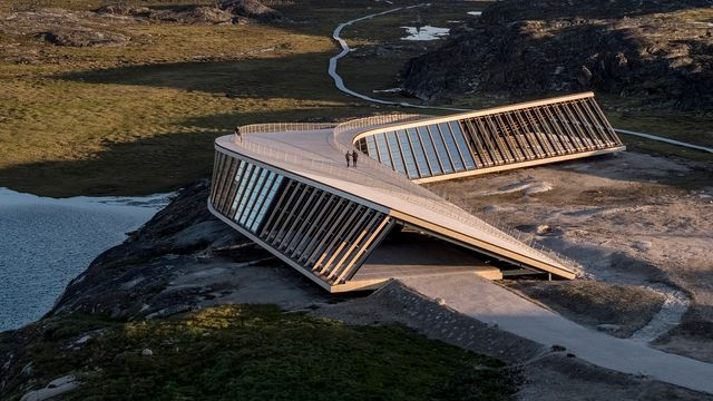 dorte mandrup ha diseñado el nuevo centro icefjord en ilulissat integrandose en el paisaje