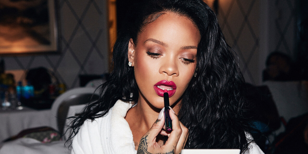 rihanna applying fenty makeup