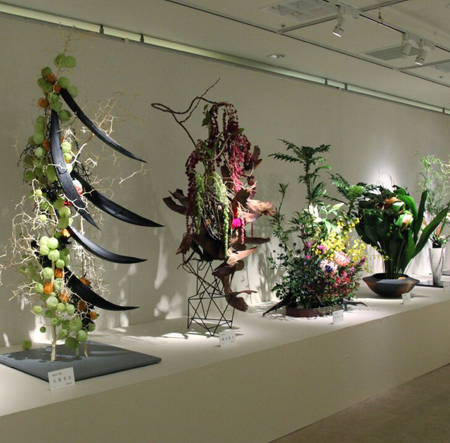 2019 年、第52回日本いけばな芸術展(東京)より