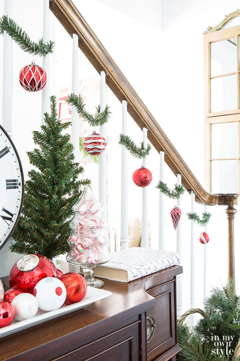 21 Best Staircase Christmas Decorations Holiday Ideas