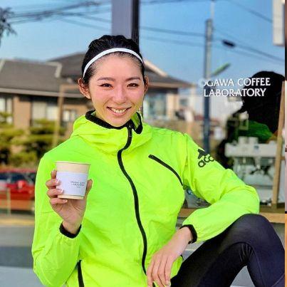 「充電ラン」と題したランニング×コーヒーショップ巡りを日課とする、スポーツトラベラーでモデルの福田萌子さん。初代バチェロレッテとして知られる彼女は美食家としても有名。今回はそんな萌子さんが愛してやまない「コーヒー」にフォーカスし、行きつけのコーヒーショップをellegirl読者へ伝授してもらうことに!