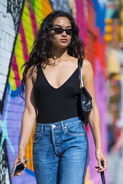 Clothing, Jeans, Denim, Fashion, Eyewear, Street fashion, Thigh, Black hair, Waist, Leg,