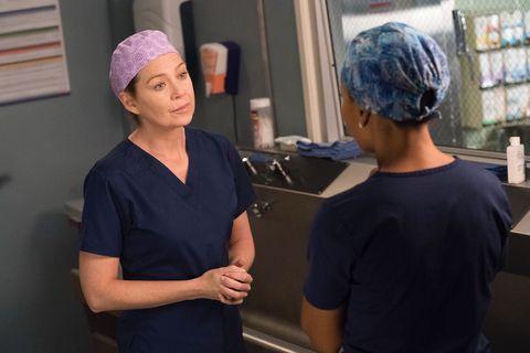 Room, Scrubs, Headgear, Hand, Service, Hospital, Medical assistant,