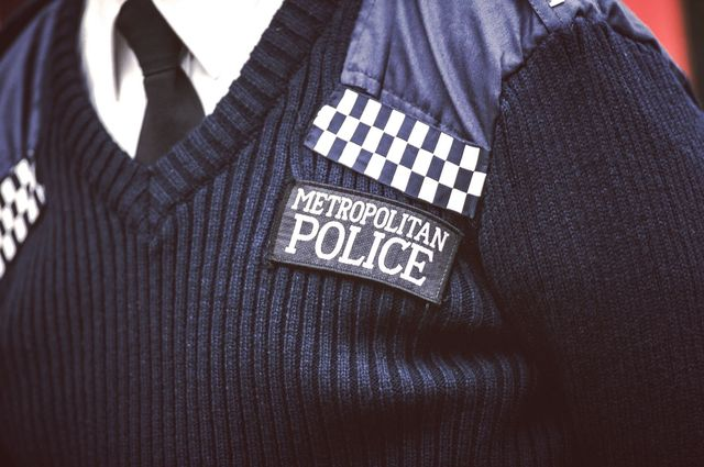 uk police neck restraint   george floyd