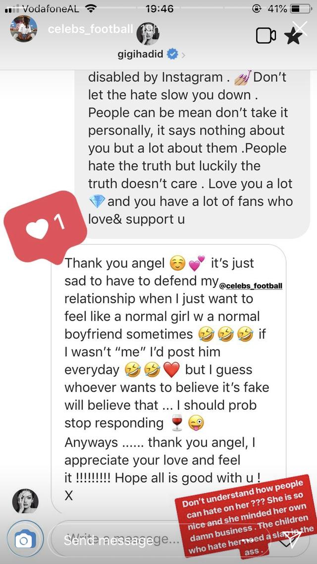 Supermodel itu juga sempat membalas DM fansnya lho (dok. Elle)