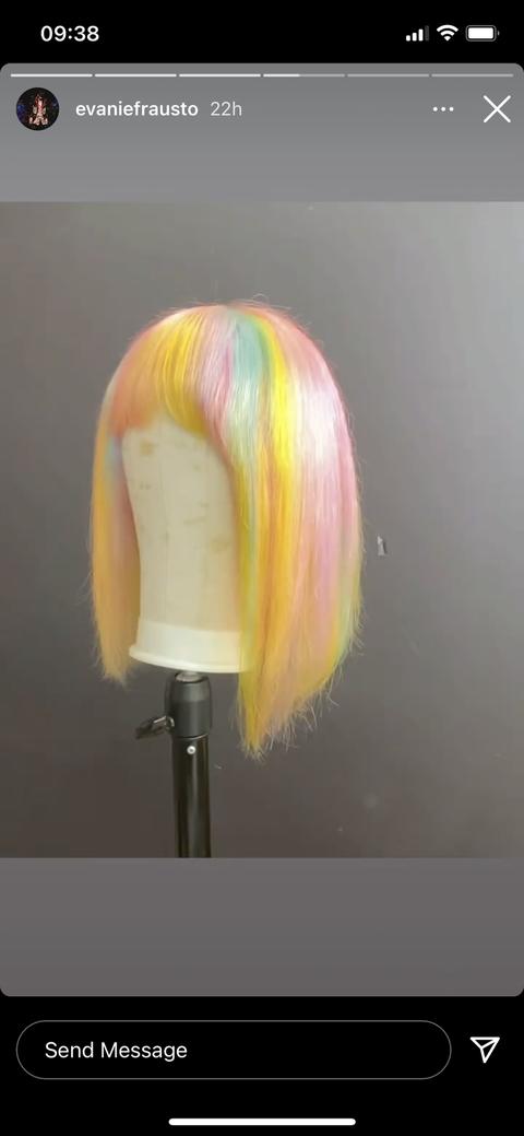selena's wig