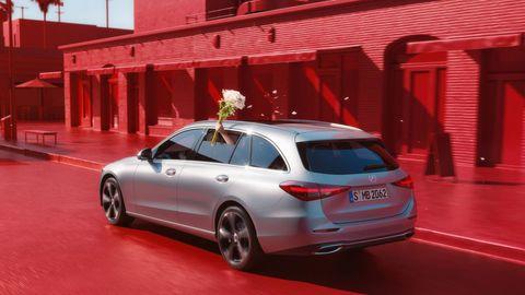 賓士c class全新大改款!搭載按摩座椅、更大的車室空間,打造奢華運動豪車