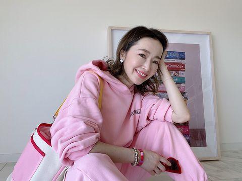 翁安芸さんのピンクのスウェット
